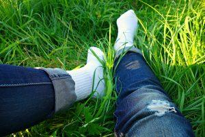stom, witte sokken